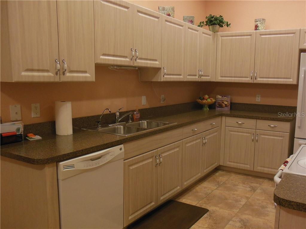 Kitchen - Villa for sale at 1116 Yosemite Dr, Englewood, FL 34223 - MLS Number is D6100080