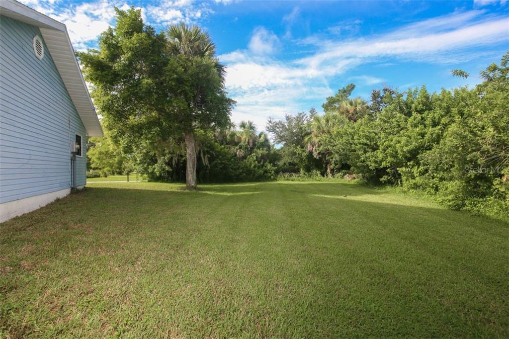 Single Family Home for sale at 9059 Hilolo Ln, Venice, FL 34293 - MLS Number is D6102060