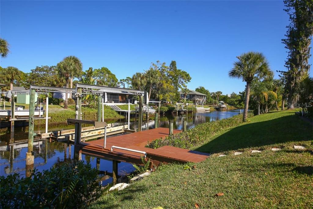Single Family Home for sale at 9011 Hilolo Ln, Venice, FL 34293 - MLS Number is D6103933