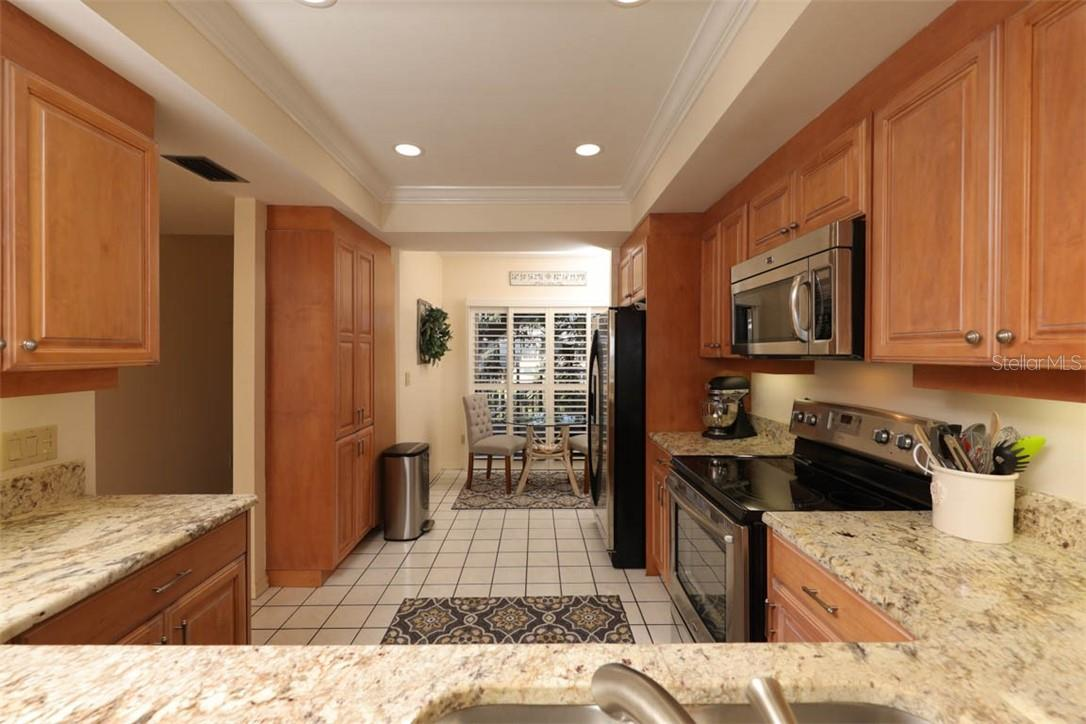 Kitchen with eat-in nook - Condo for sale at 11000 Placida Rd #306, Placida, FL 33946 - MLS Number is D6110298