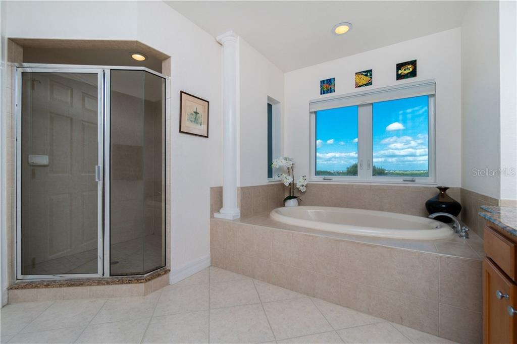 Large Step In Shower - Condo for sale at 2225 N Beach Rd #401, Englewood, FL 34223 - MLS Number is D6114646