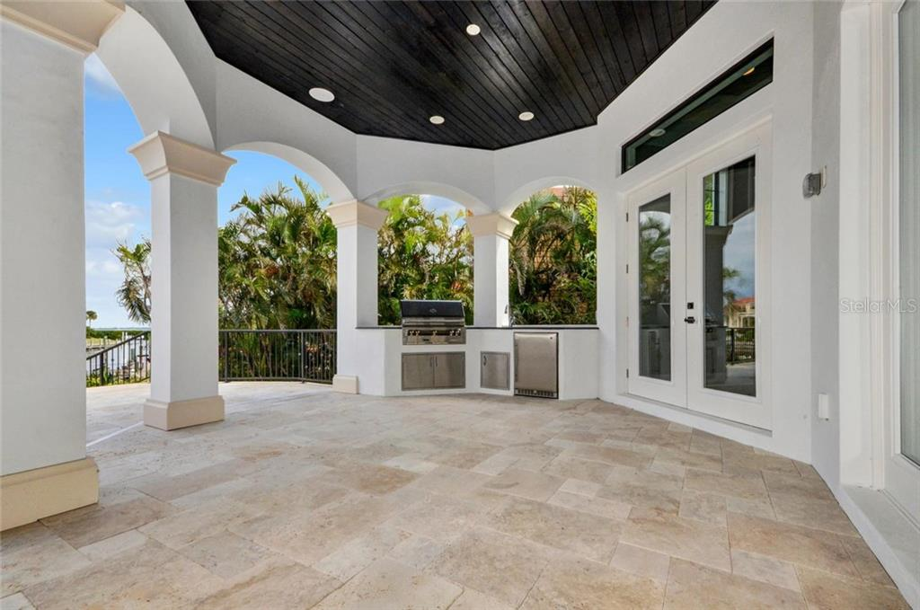 Outdoor kitchen - Single Family Home for sale at 1400 Harbor Sound Dr, Longboat Key, FL 34228 - MLS Number is T2932520