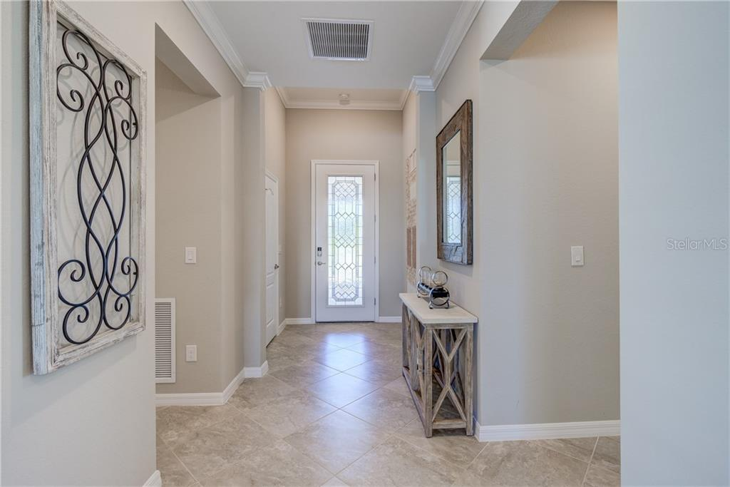 Single Family Home for sale at 17118 Blue Ridge Pl, Bradenton, FL 34211 - MLS Number is T3141395