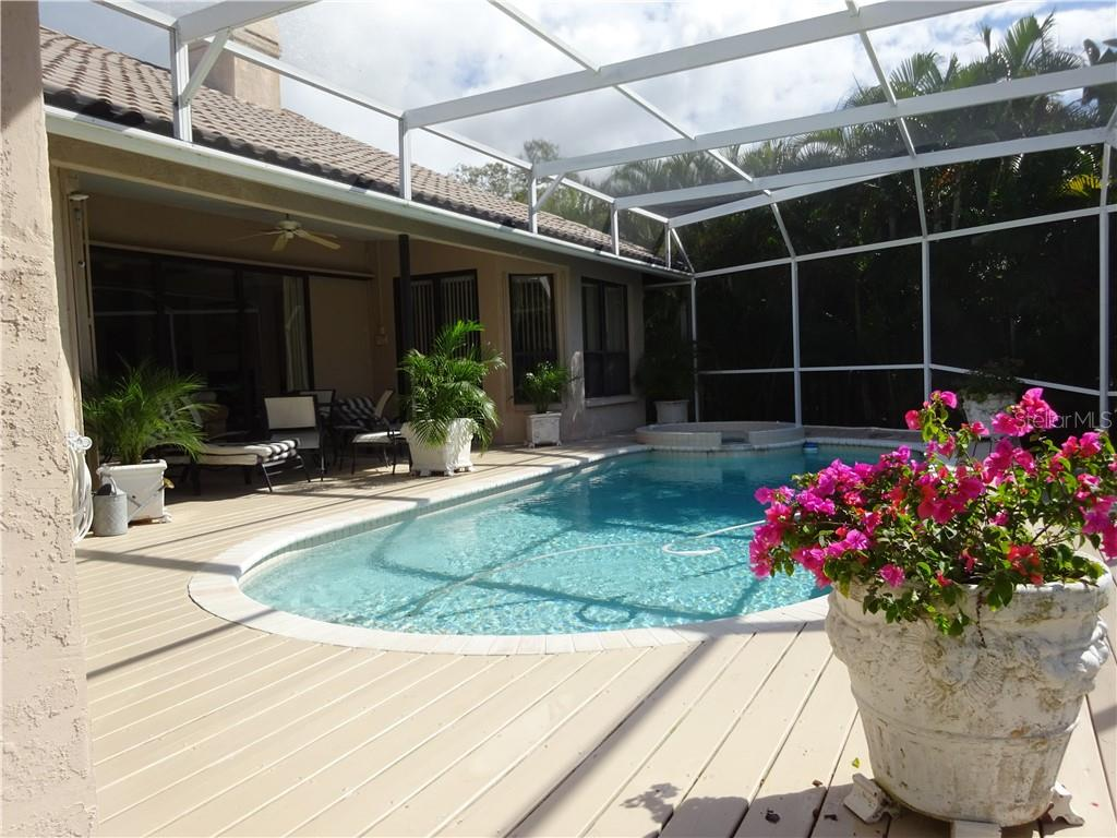 Pool and spa - Single Family Home for sale at 7348 Cove Ter, Sarasota, FL 34231 - MLS Number is R4900338