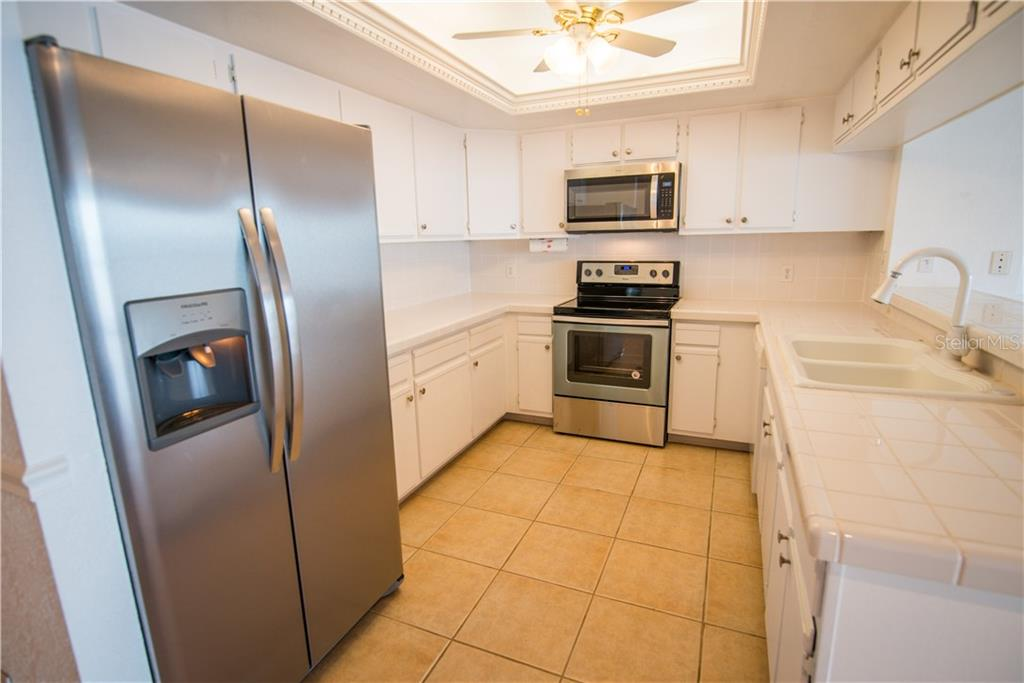 New refrigerator, new microwave and new range top off this cheery kitchen. - Condo for sale at 1601 Park Beach Cir #112 / 2, Punta Gorda, FL 33950 - MLS Number is C7407435