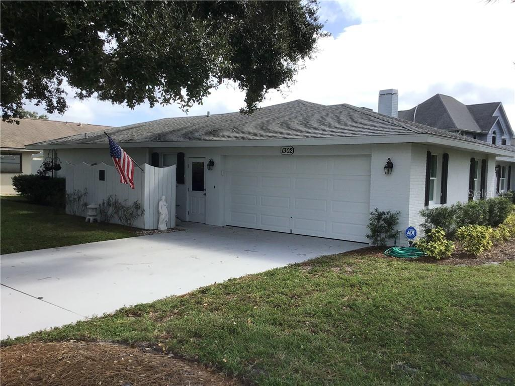 Garage End - Single Family Home for sale at 1302 Pinebrook Way, Venice, FL 34285 - MLS Number is C7435367