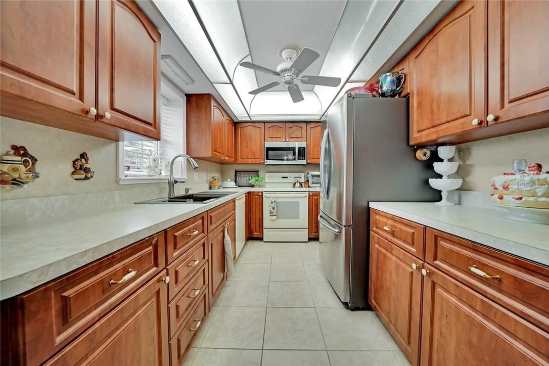 Full kitchen in guest house - Single Family Home for sale at 10230 Sw County Road 769, Arcadia, FL 34269 - MLS Number is C7437596