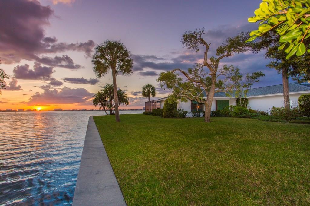 1502 Sandpiper Ln, Sarasota, FL 34239 - photo 2 of 15