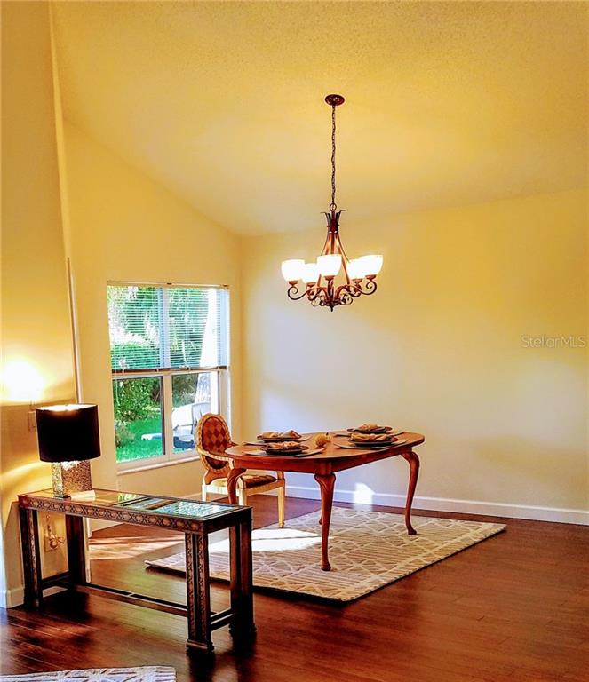 Dining room with vaulted ceilings - Villa for sale at 4552 Deer Trail Blvd, Sarasota, FL 34238 - MLS Number is A4161593