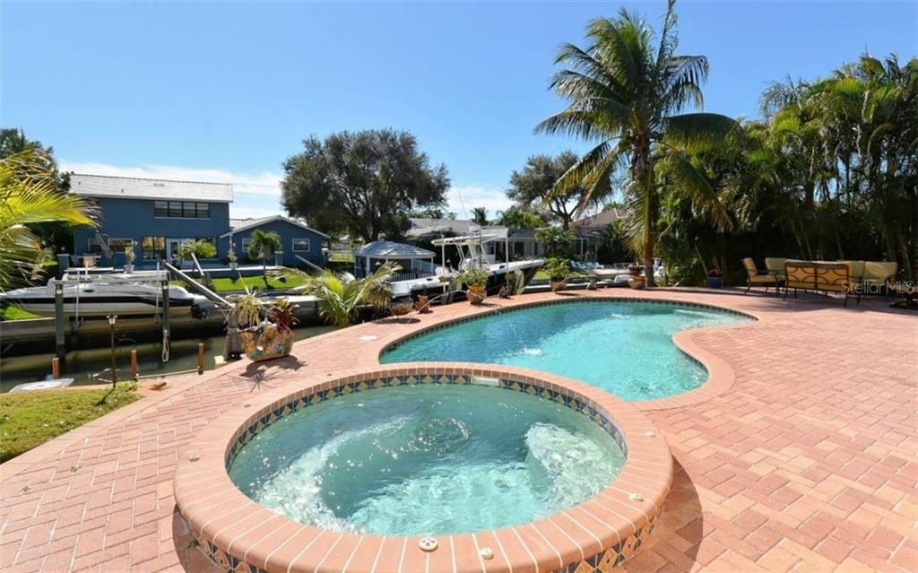 Single Family Home for sale at 1774 Meadowood St, Sarasota, FL 34231 - MLS Number is A4176640