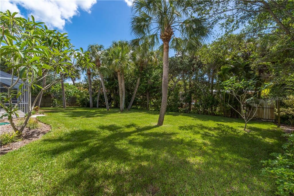 Back yard view - Single Family Home for sale at 5115 Dewey Pl, Sarasota, FL 34242 - MLS Number is A4177178