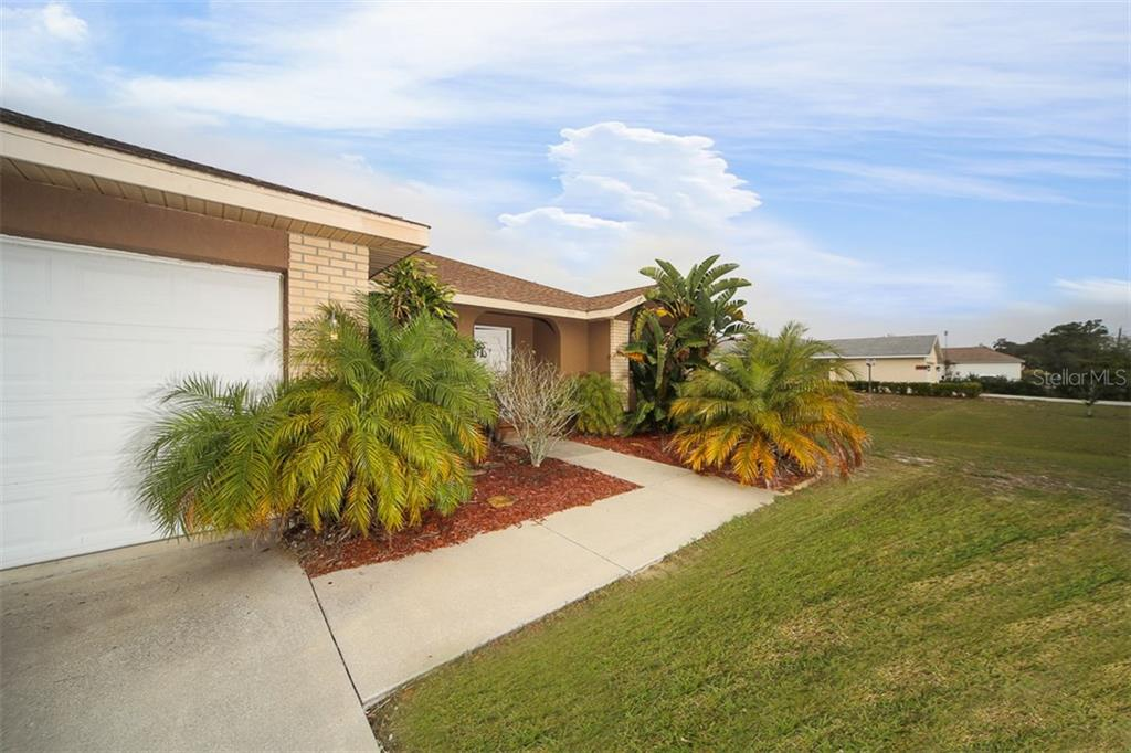 Address Withheld, Palmetto, FL 34221 - photo 2 of 22
