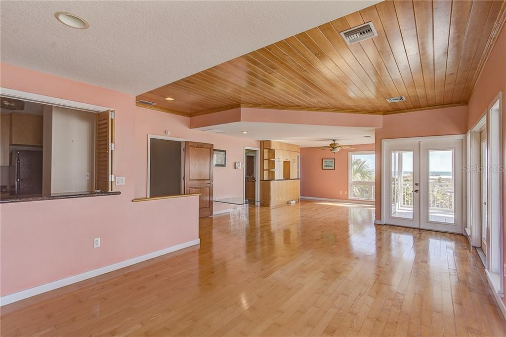 3rd Floor Master Bedroom - Single Family Home for sale at 811 N Shore Dr, Anna Maria, FL 34216 - MLS Number is A4178184