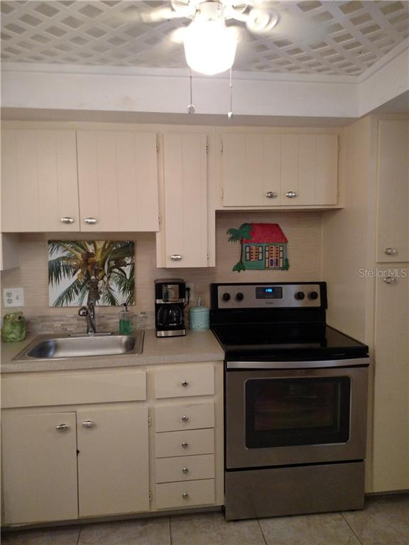 New tile on the kitchen floor, light and bright overlooking the dining area. - Condo for sale at 1330 Glen Oaks Dr E #275d, Sarasota, FL 34232 - MLS Number is A4178649