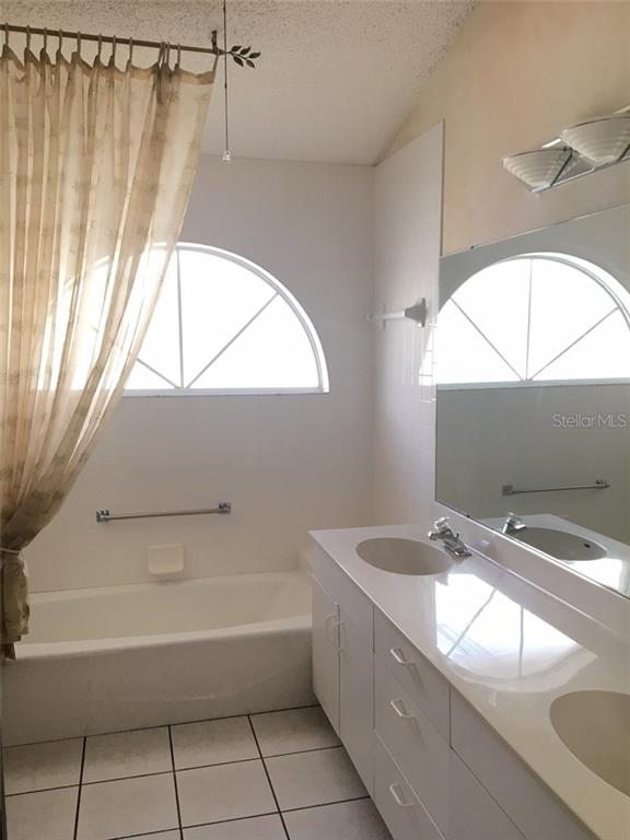 SPARKLING MASTER BATH - Single Family Home for sale at 1203 Harbor Town Way, Venice, FL 34292 - MLS Number is A4180060
