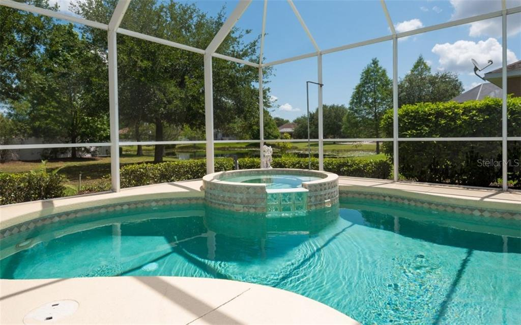 Single Family Home for sale at 6373 Royal Tern Cir, Lakewood Ranch, FL 34202 - MLS Number is A4182743