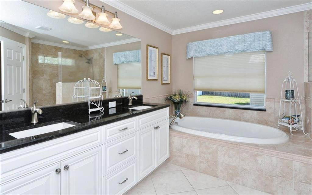 Pretty master bath, garden tub and separate shower. - Single Family Home for sale at 6239 Hollywood Blvd, Sarasota, FL 34231 - MLS Number is A4182790
