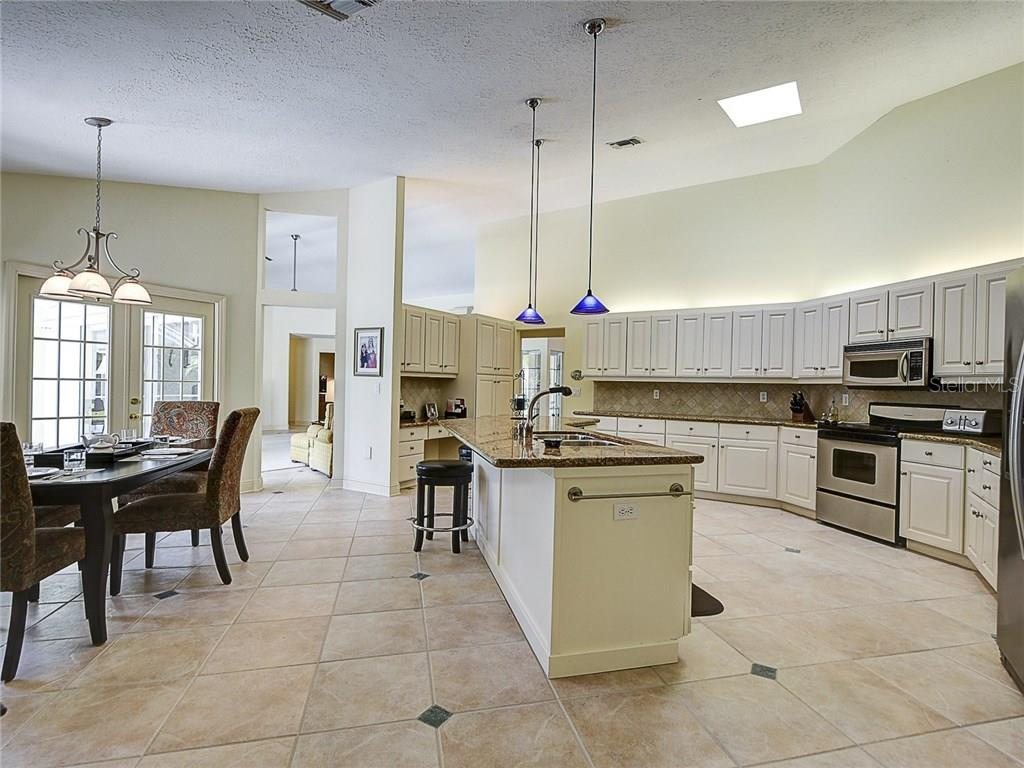 Single Family Home for sale at 4198 Escondito Cir, Sarasota, FL 34238 - MLS Number is A4184287