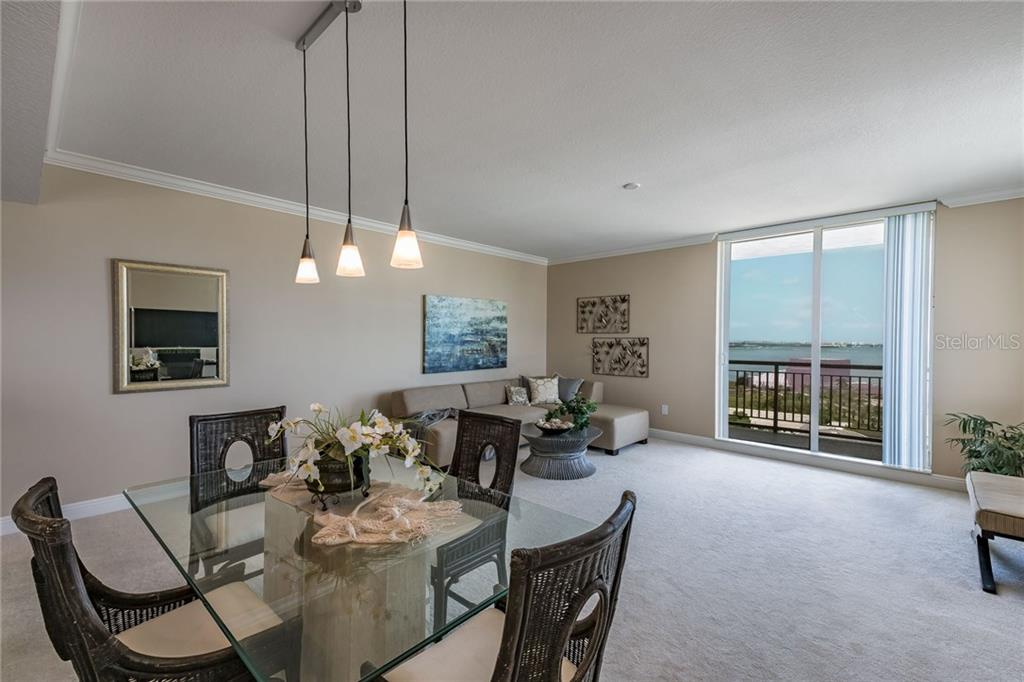 As you enter the foyer, you are greeted with this fabulous opportunity to display art, with accent lighting. - Condo for sale at 800 N Tamiami Trl #1201, Sarasota, FL 34236 - MLS Number is A4184297