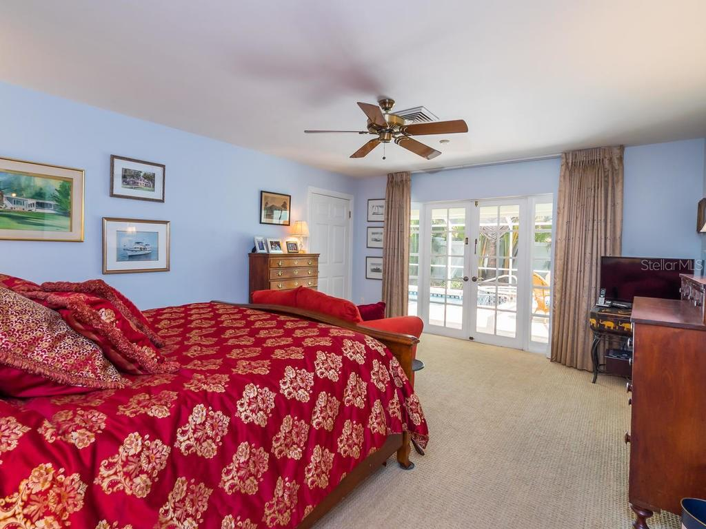 First master suite - Single Family Home for sale at 319 Bob White Way, Sarasota, FL 34236 - MLS Number is A4184394