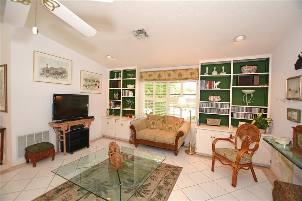 Fabulous family room with built-ins and high ceiling. - Single Family Home for sale at 1157 Wyeth Dr, Nokomis, FL 34275 - MLS Number is A4185839