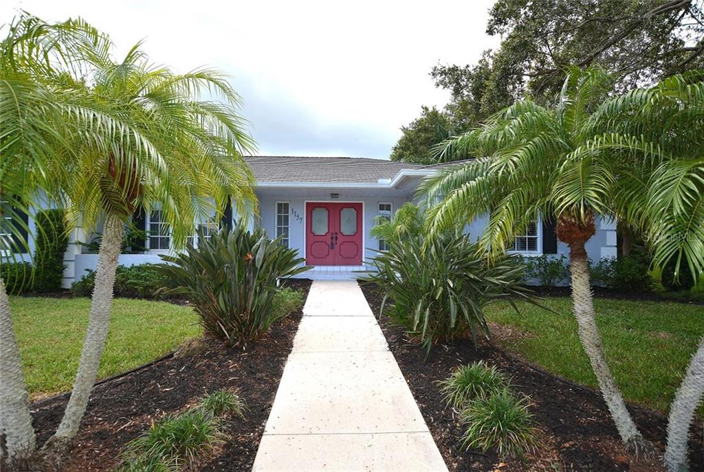 Solid home with nice floor plan waiting for you to make it your own. - Single Family Home for sale at 1157 Wyeth Dr, Nokomis, FL 34275 - MLS Number is A4185839