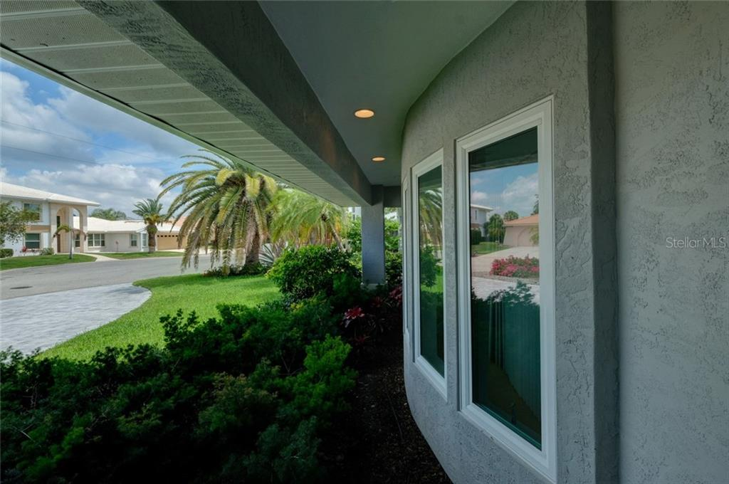 Single Family Home for sale at 570 Golf Links Ln, Longboat Key, FL 34228 - MLS Number is A4186352