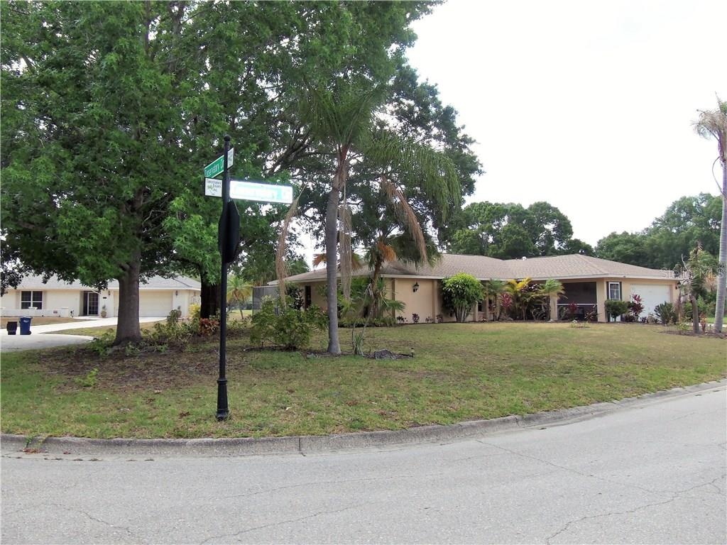 Single Family Home for sale at 8016 Conservatory Cir, Sarasota, FL 34243 - MLS Number is A4186589