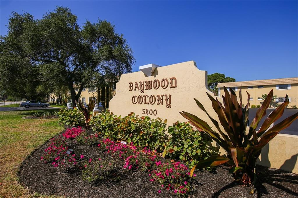 Community entrance - Condo for sale at 5800 Hollywood Blvd #113, Sarasota, FL 34231 - MLS Number is A4188016