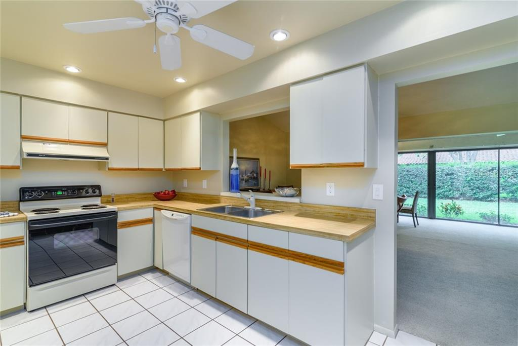 Villa for sale at 5575 Golf Pointe Dr, Sarasota, FL 34243 - MLS Number is A4188622
