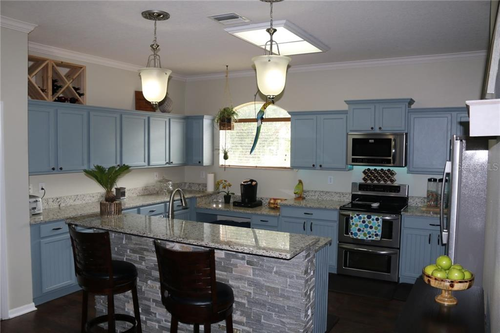 Single Family Home for sale at 1048 Meadow Breeze Ln, Sarasota, FL 34240 - MLS Number is A4188860