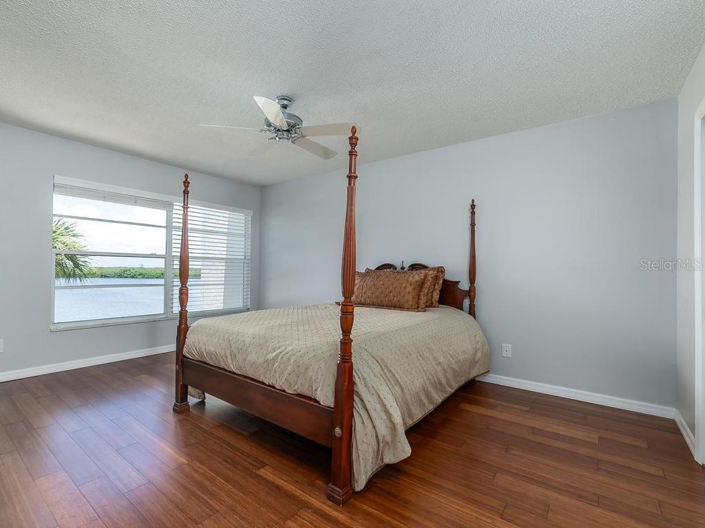 Master bedroom - Condo for sale at 4440 Exeter Dr #303, Longboat Key, FL 34228 - MLS Number is A4188978