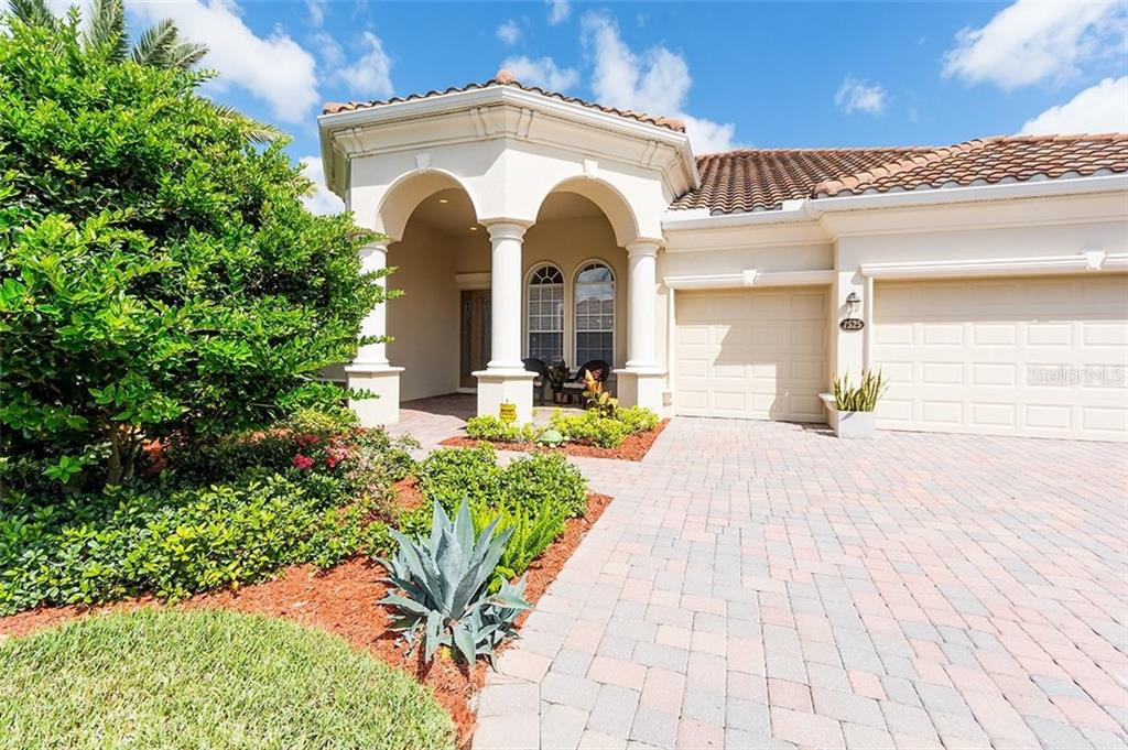 Single Family Home for sale at 7525 Heritage Grand Pl, Bradenton, FL 34212 - MLS Number is A4191874