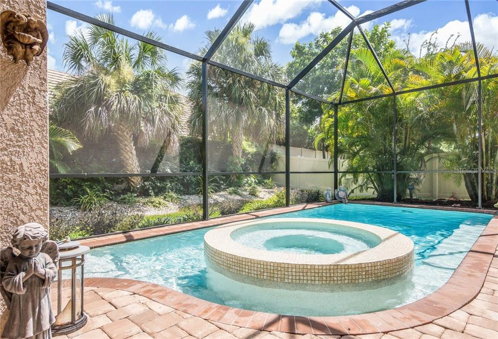 Single Family Home for sale at 1703 Kenilworth St, Sarasota, FL 34231 - MLS Number is A4192402