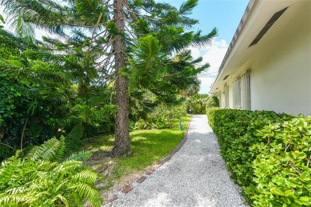 Side yard - Single Family Home for sale at 5515 Contento Dr, Sarasota, FL 34242 - MLS Number is A4194719