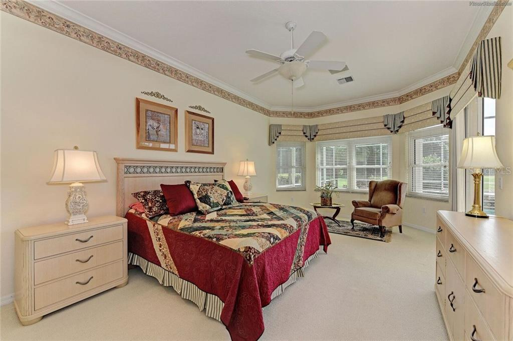Master bedroom. - Single Family Home for sale at 618 Sawgrass Bridge Rd, Venice, FL 34292 - MLS Number is A4195740