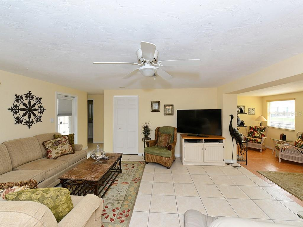 Living room - Single Family Home for sale at 726 Jungle Queen Way, Longboat Key, FL 34228 - MLS Number is A4196293