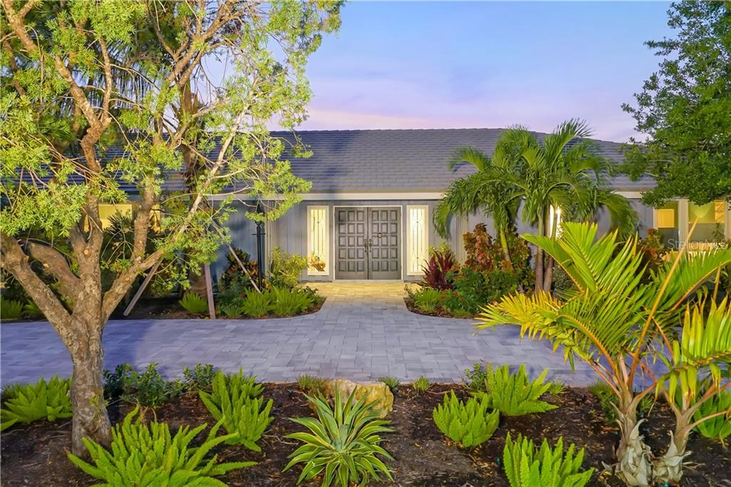 Single Family Home for sale at 510 Blue Jay Pl, Sarasota, FL 34236 - MLS Number is A4197083