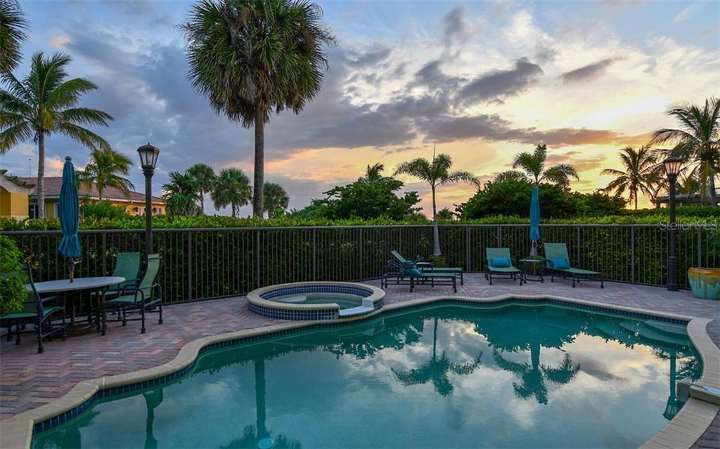 Condo for sale at 4985 Gulf Of Mexico Dr #401, Longboat Key, FL 34228 - MLS Number is A4197684