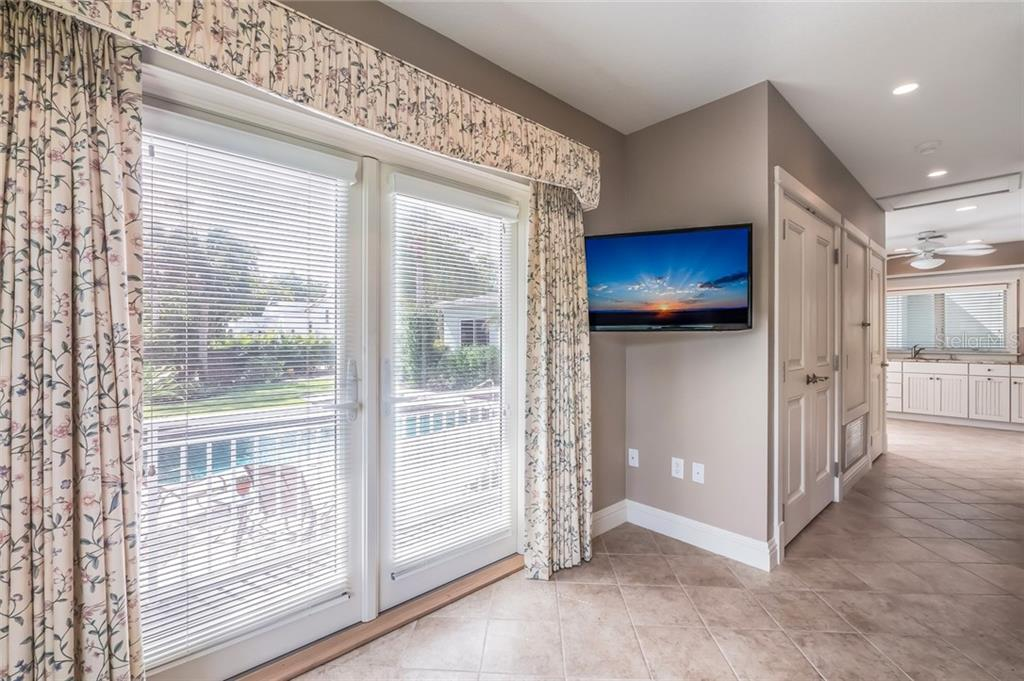 Guest House with Full Bath & Morning Kitchen - Single Family Home for sale at 420 N Casey Key Rd, Osprey, FL 34229 - MLS Number is A4198418