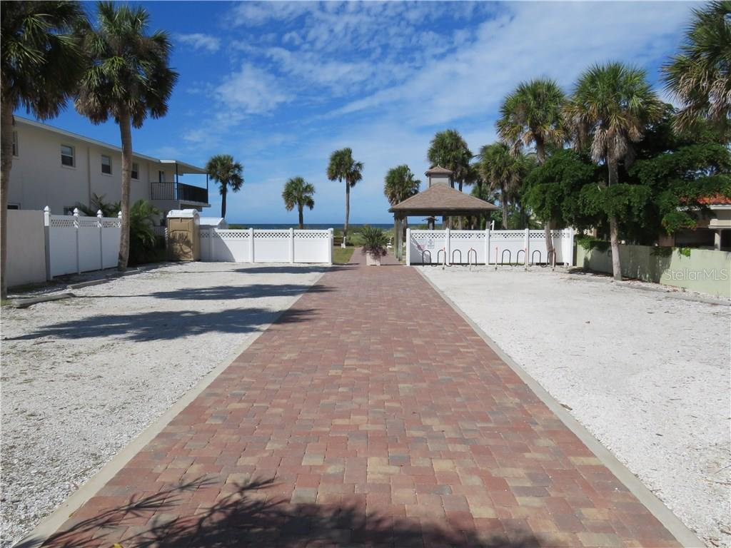 Deeded Beach Access also has parking if your day at the beach includes a heavy load of coolers/cabanas/etc. - Single Family Home for sale at 829 Harbor Dr S, Venice, FL 34285 - MLS Number is A4198898