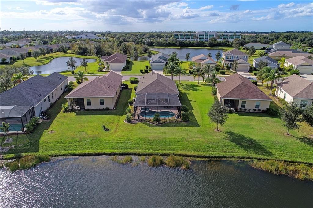 Single Family Home for sale at 5017 Boston Common Gln, Bradenton, FL 34211 - MLS Number is A4201584