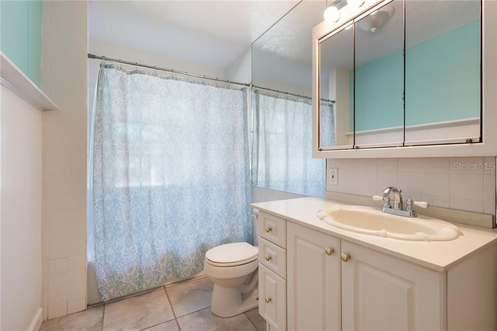 Single Family Home for sale at 2920 Bougainvillea St, Sarasota, FL 34239 - MLS Number is A4202547