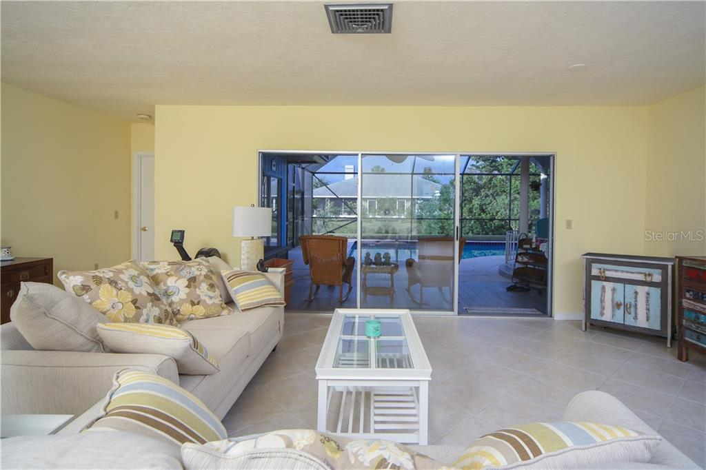 Single Family Home for sale at 1009 Indian Hills Ct, Venice, FL 34293 - MLS Number is A4202667