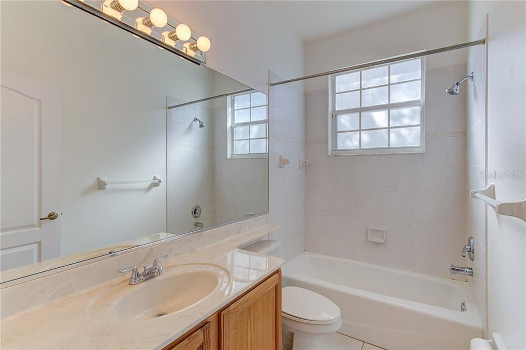 Guest Bathroom with tub and shower - Single Family Home for sale at 530 Hunter Ln, Bradenton, FL 34212 - MLS Number is A4203433