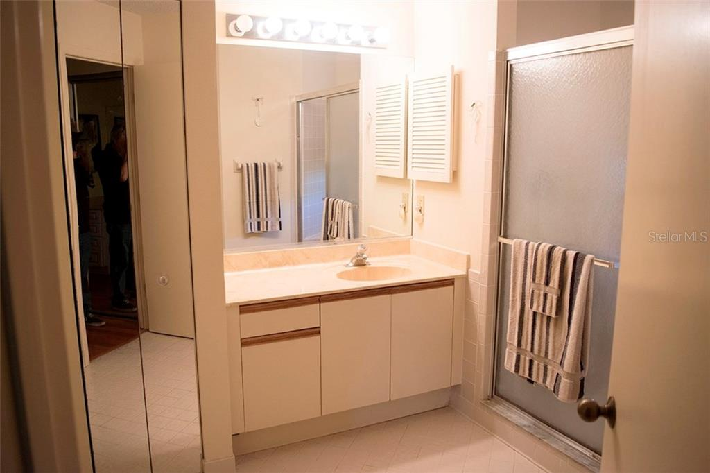 Master Suite Bathroom - Condo for sale at 1618 Starling Dr #105, Sarasota, FL 34231 - MLS Number is A4204864