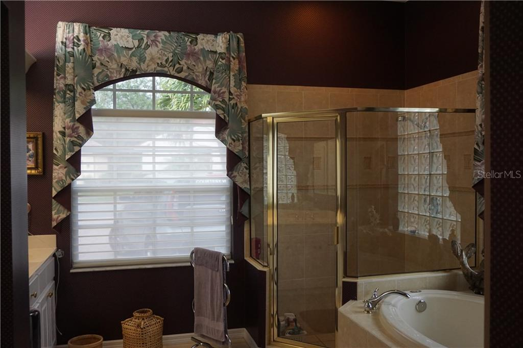 Master bathroom - Single Family Home for sale at 508 Marsh Creek Rd, Venice, FL 34292 - MLS Number is A4204933