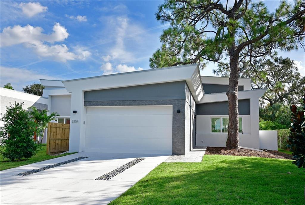 Single Family Home for sale at 2254 Hawthorne St, Sarasota, FL 34239 - MLS Number is A4204999