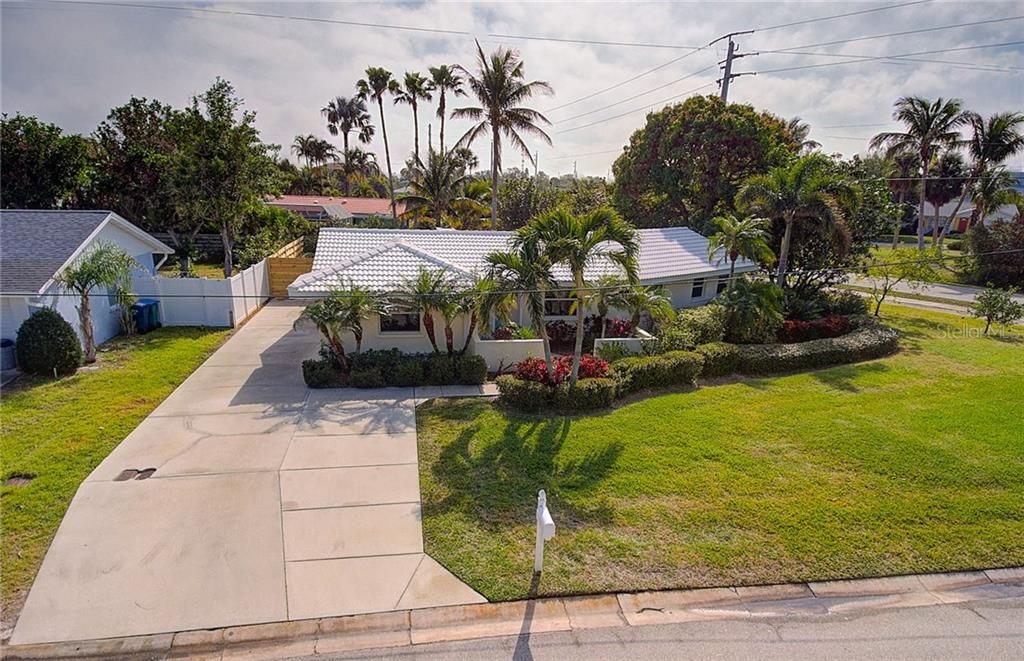 With its long and double-width driveway, there's plenty of room for parking for your family and guests. - Single Family Home for sale at 501 70th St, Holmes Beach, FL 34217 - MLS Number is A4205799