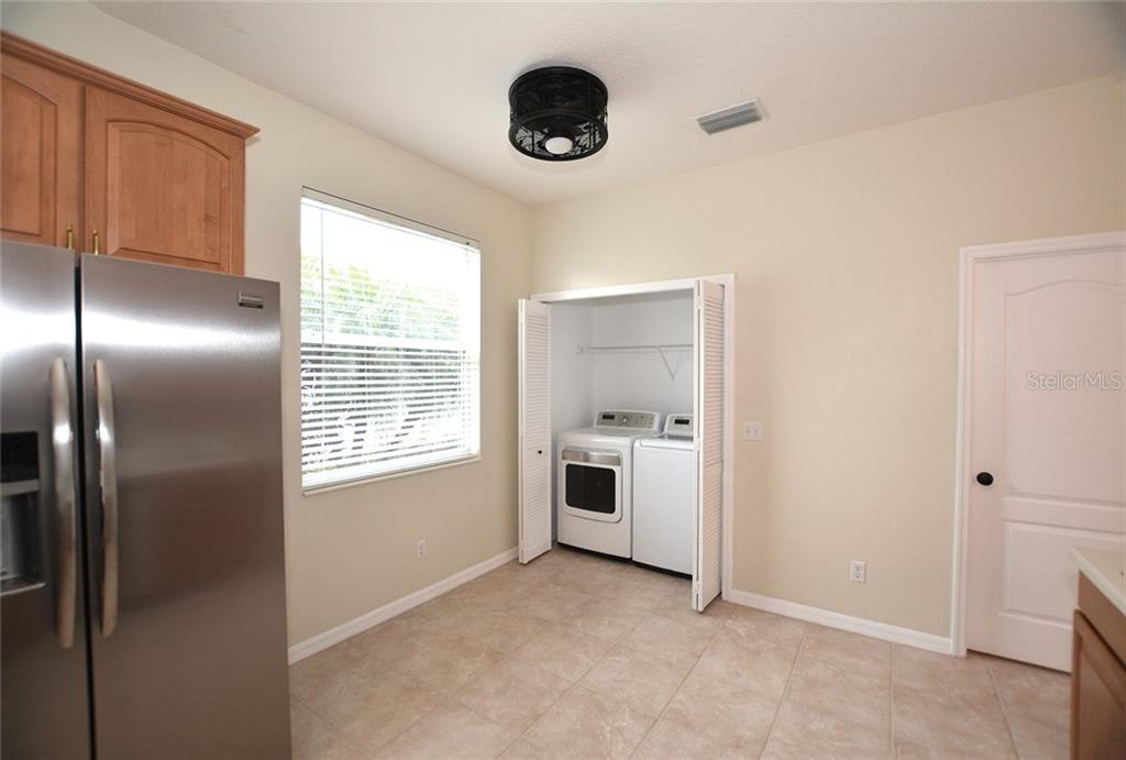 Full-size washer & dryer convey. - Single Family Home for sale at 6320 Robin Cv, Lakewood Ranch, FL 34202 - MLS Number is A4205857